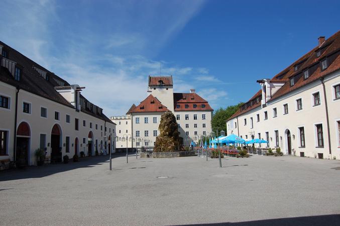 Schloss_Seefeld_Innenhof